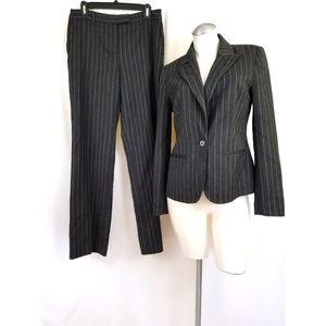 Bloomingdale's Size 6 Gray Pant suit Pinstripe